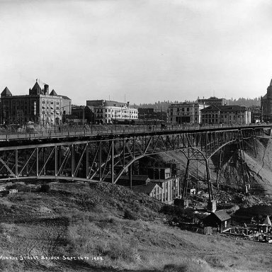 Construction_of_the_Monroe_Street_Bridge,_Spokane,_Washington,_September_14,_1909_(WASTATE_261).jpeg